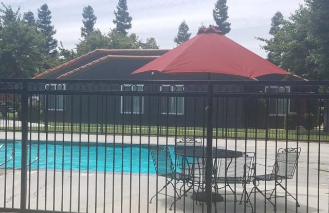 Villa Martinez - 2212 N Marks Ave, Fresno, CA 93722