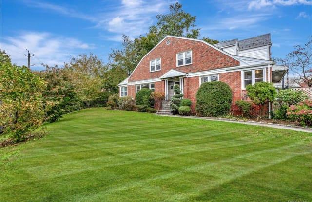 902 Peace Street - 902 Peace Street, Pelham Manor, NY 10803