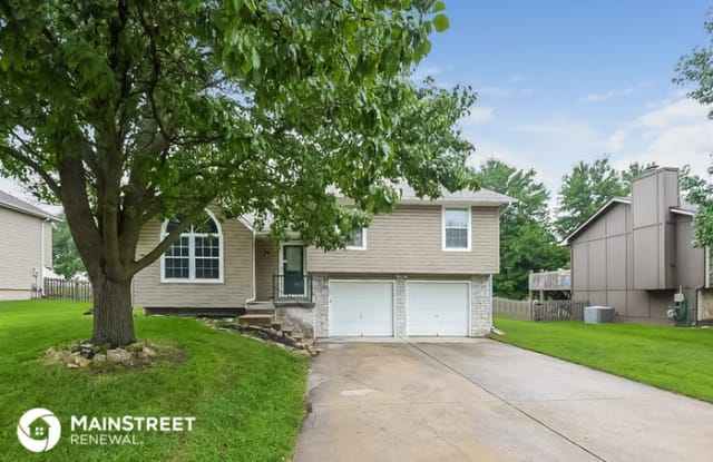 104 West Calico Drive - 104 West Calico Drive, Raymore, MO 64083