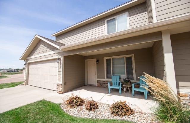 Whispering Woods Commons - 4913 S Graystone Ave, Sioux Falls, SD 57103
