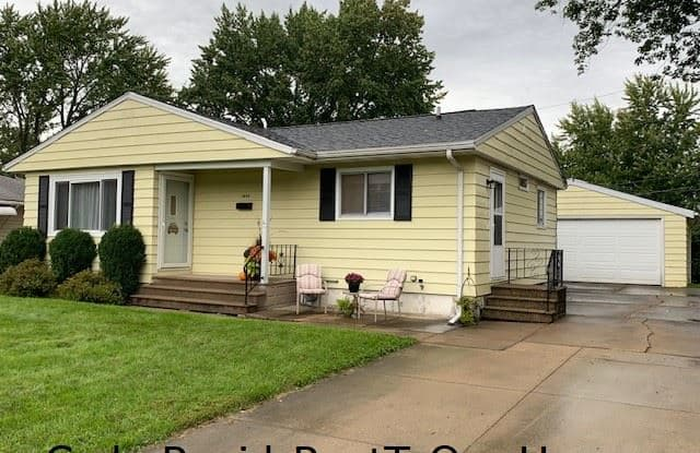 Save $$$ Fall Special Rent Now $1195 Rent To Own - 1010 Dover Street Northeast, Cedar Rapids, IA 52402