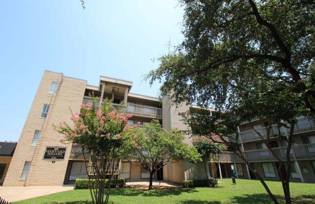 Harvard Square Apartments - 6050 Ridgecrest Rd, Dallas, TX 75231