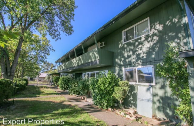 393 1st Street #B - 393 South 1st Street, Central Point, OR 97502