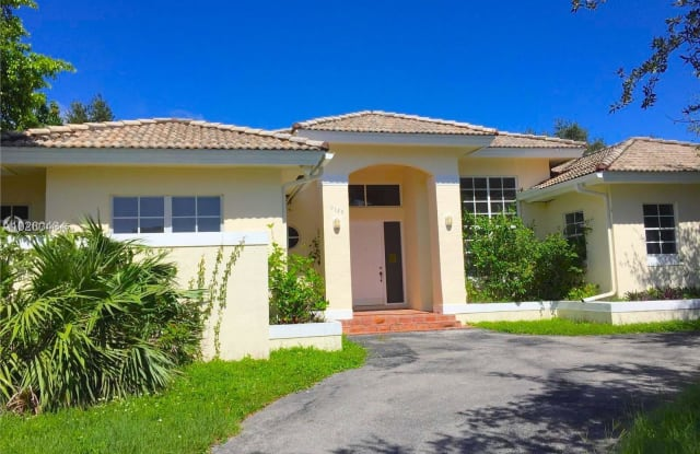 9125 SW 171st Ter - 9125 Southwest 171st Terrace, Palmetto Bay, FL 33157