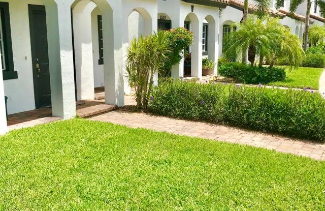 Amberton Luxury Townhomes - 8067 Dream Catcher Cir, Naples, FL 34119