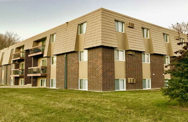 Waseca Manor - 1109 State St S, Waseca, MN 56093
