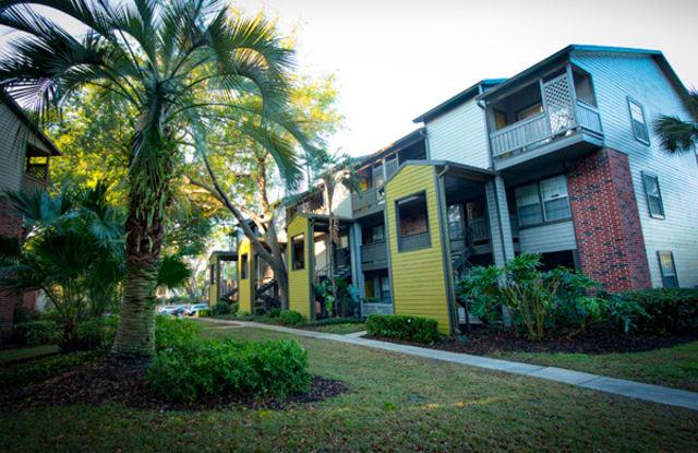 The Glades Apartments - 651 Glades Cir, Altamonte Springs, FL 32714