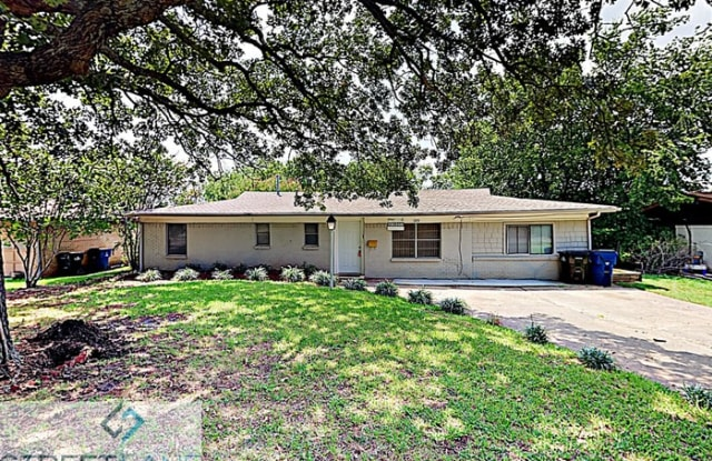 105 South Hickory Avenue - 105 South Hickory Avenue, Denison, TX 75020