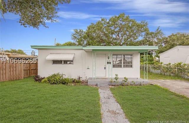 210 SW 67th Ave - 210 Southwest 67th Avenue, Pembroke Pines, FL 33023
