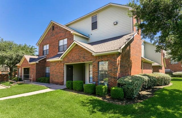 Forest Park Apartments - 1552 Forest Park Cir, Bedford, TX 76021