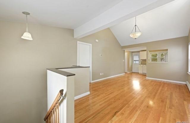 51 Graywood Road - 51 Graywood Road, Manorhaven, NY 11050