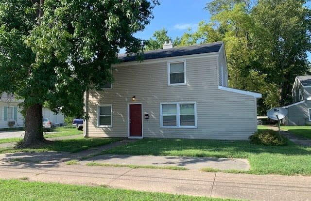 1002 West Mill Street - 1002 W Mill St, Carbondale, IL 62901