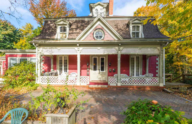 799 South Street - 799 South Street, Portsmouth, NH 03801