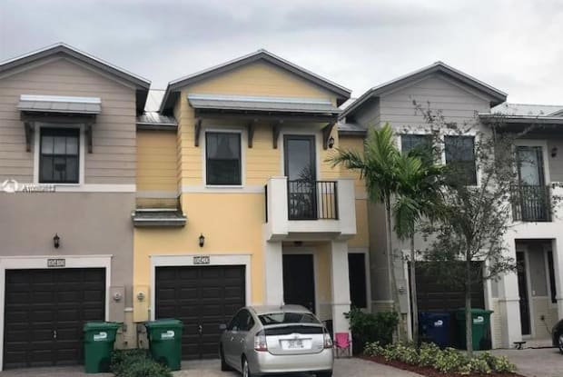 10420 NW 58th Ter - 10420 Northwest 58th Terrace, Doral, FL 33178