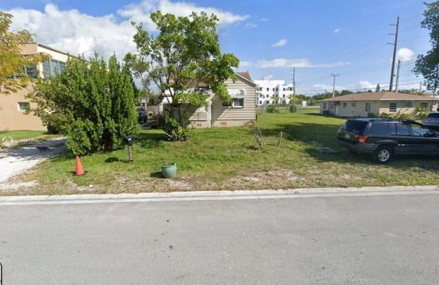 2685 NE 211th Ter - 2685 Northeast 211th Terrace, Ojus, FL 33180