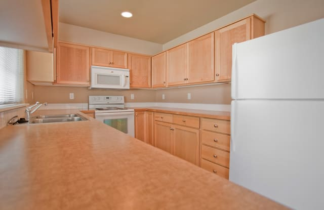 Empire Village Townhomes - 20814 NE Sierra Dr, Bend, OR 97701