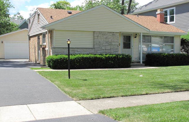1112 North Douglas Avenue - 1112 North Douglas Avenue, Arlington Heights, IL 60004