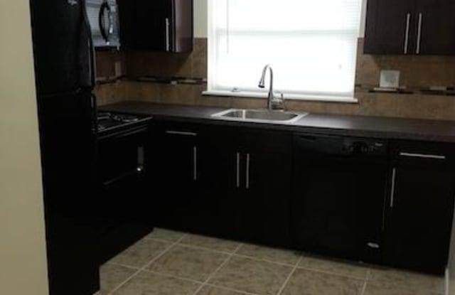 Carriage House Apartments - 568 N Evergreen Ave, Woodbury, NJ 08096