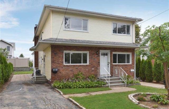 12 Marwood Road - 12 Marwood Road North, Manorhaven, NY 11050