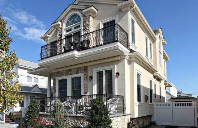 11 S Kenyon Ave - 11 South Kenyon Avenue, Margate City, NJ 08402
