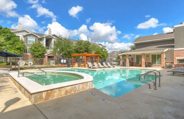 Sixty25 at Ridgelea Hills - 6025 Milburn St, Fort Worth, TX 76116