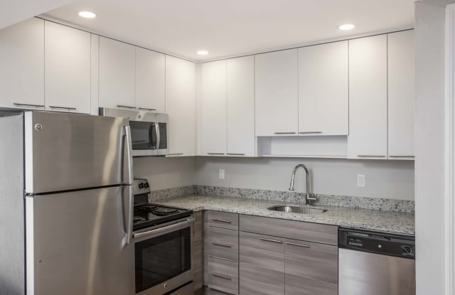 Four Quarters Apartments and Townhomes - 8337 SW 107th Ave, Sunset, FL 33173