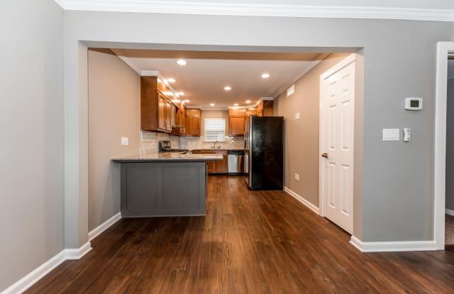 Lawnwood Apartments - 3301 W Woodlawn Ave, San Antonio, TX 78228