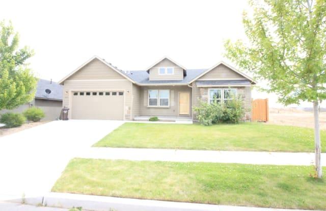 2448 NW Glen Oak Ave - 2448 Northwest Glen Oak Avenue, Redmond, OR 97756