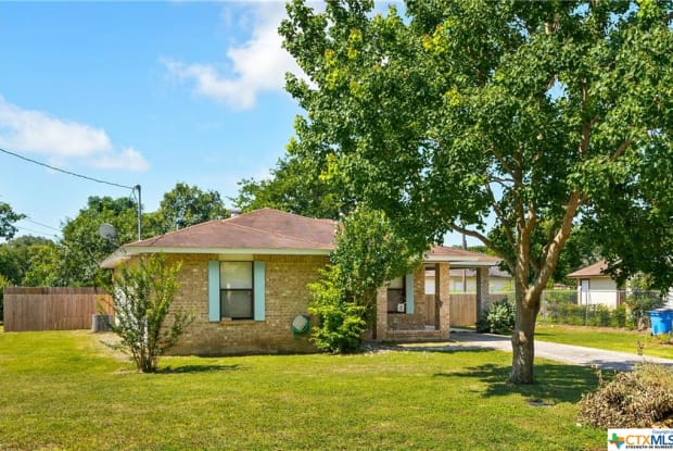 767 Mitchell Avenue - 767 Mitchell Avenue, Seguin, TX 78155