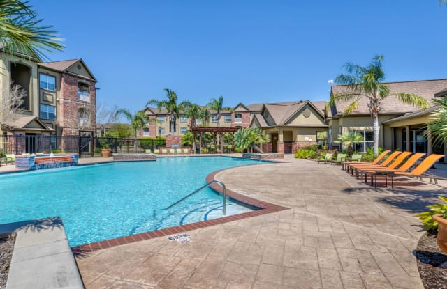 The Villas at Shadow Creek Apartments - 2020 Business Center Dr, Pearland, TX 77584