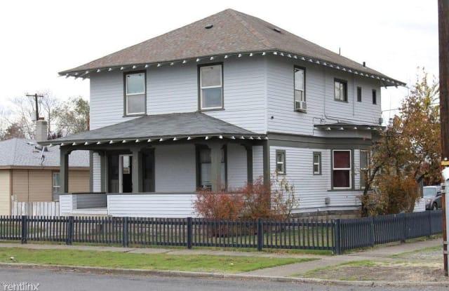 215 N Chestnut St - 215 North Chestnut Street, Toppenish, WA 98948