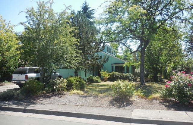 3492 SW Hil-Wood Place - 3492 Southwest Hil-Wood Place, Corvallis, OR 97333