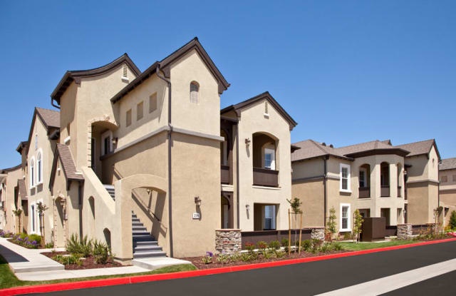 St Claire Apartment Homes - 1735 Biscayne St, Santa Maria, CA 93458