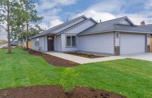 1370 NW 21st St - 1370 Northwest 21st Street, Redmond, OR 97756