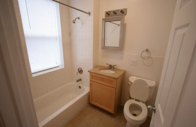 Kenwood Court - 1350 E 53rd St, Chicago, IL 60615