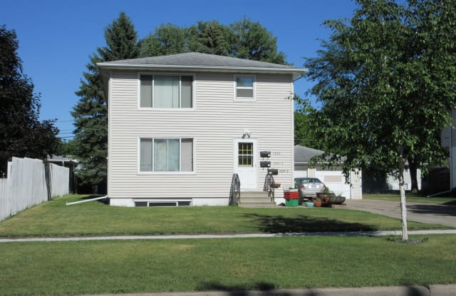 1434 15th St S. 2 - 1434 15th Street South, Fargo, ND 58103