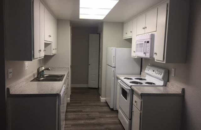 Riverbelle Park Apartments - 6780 Gloria Dr, Sacramento, CA 95831