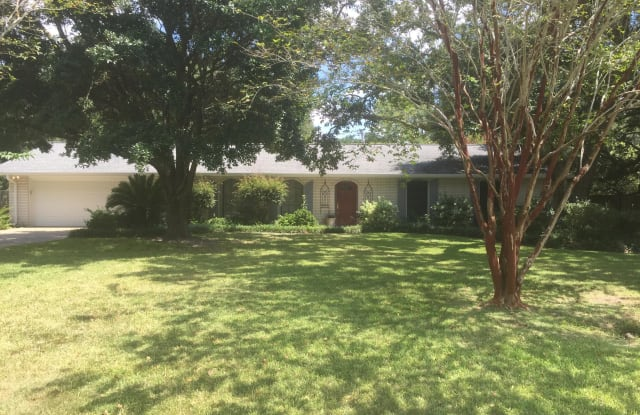 1500 Seacliffe Dr - 1500 Seacliffe Drive, Gautier, MS 39553