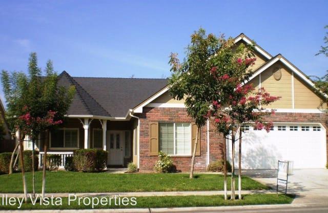 499 Prescott Ave - 499 Prescott Avenue, Clovis, CA 93619