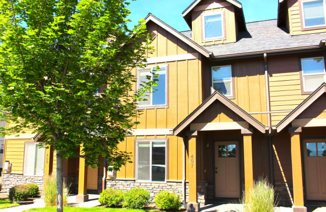 413 Northwest 25th Street - 413 Northwest 25th Street, Redmond, OR 97756