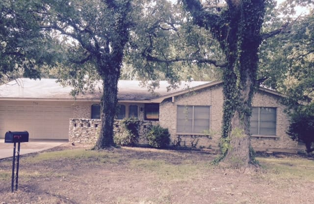 940 Wedgewood Dr - 940 Wedgewood Drive, Woodway, TX 76712