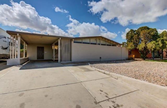 2923 W Country Gables Dr - 2923 West Country Gables Drive, Phoenix, AZ 85053