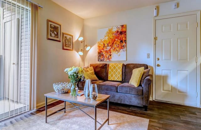 Newport Apartment Homes - 1901 Murfreesboro Pike, Nashville, TN 37217