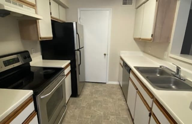 2400 NW 33rd St Apt 1109 - 2400 NW 33rd Street, Oakland Park, FL 33309