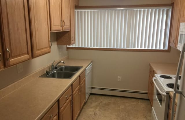 Townview Villas - 715 W 2nd St, Duluth, MN 55806