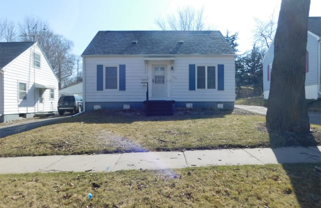 819 15th Avenue SW - 819 15th Avenue Southwest, Cedar Rapids, IA 52404