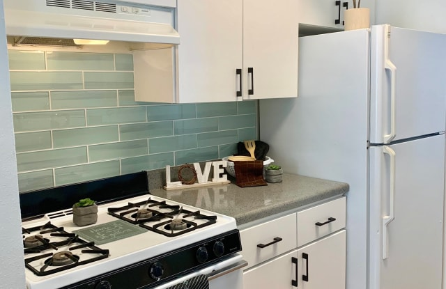 Arches Apartments - 215 Jackson Keller Rd, San Antonio, TX 78216