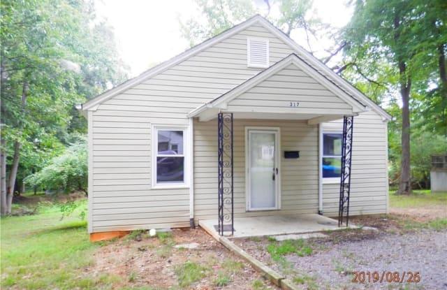 317 Avon Street - 317 Avon Street, Mocksville, NC 27028