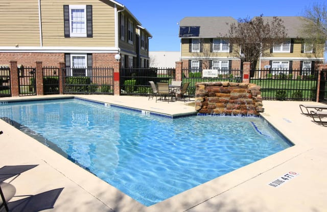 Arbors of Taylor - 201 Highland Dr, Taylor, TX 76574