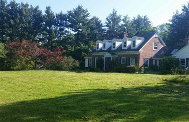 1075 Ghent Rd - 1075 Ghent Road, Montrose-Ghent, OH 44333